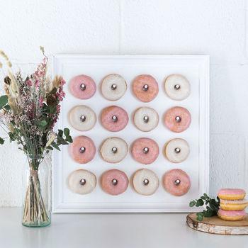 Plek voor 16 donuts.