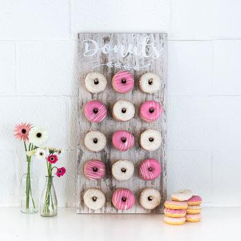 Plek voor 45 donuts. 3 donuts per stokje.